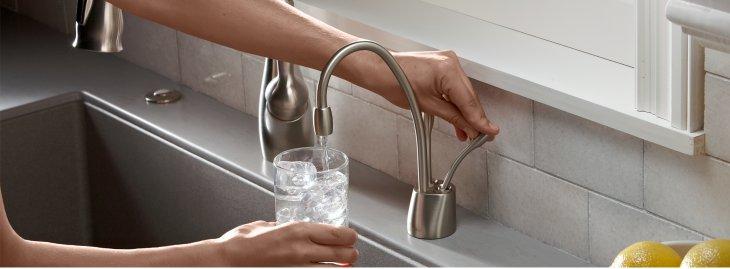 עם מערכת המים התת-כיורית הכל פשוט יותר